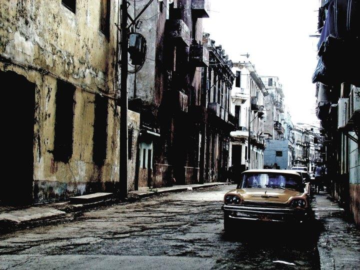 Habana Vieja (Old Havana, Cuba) by Pablo Cholka http://cholkafotos.blogspot.mx/